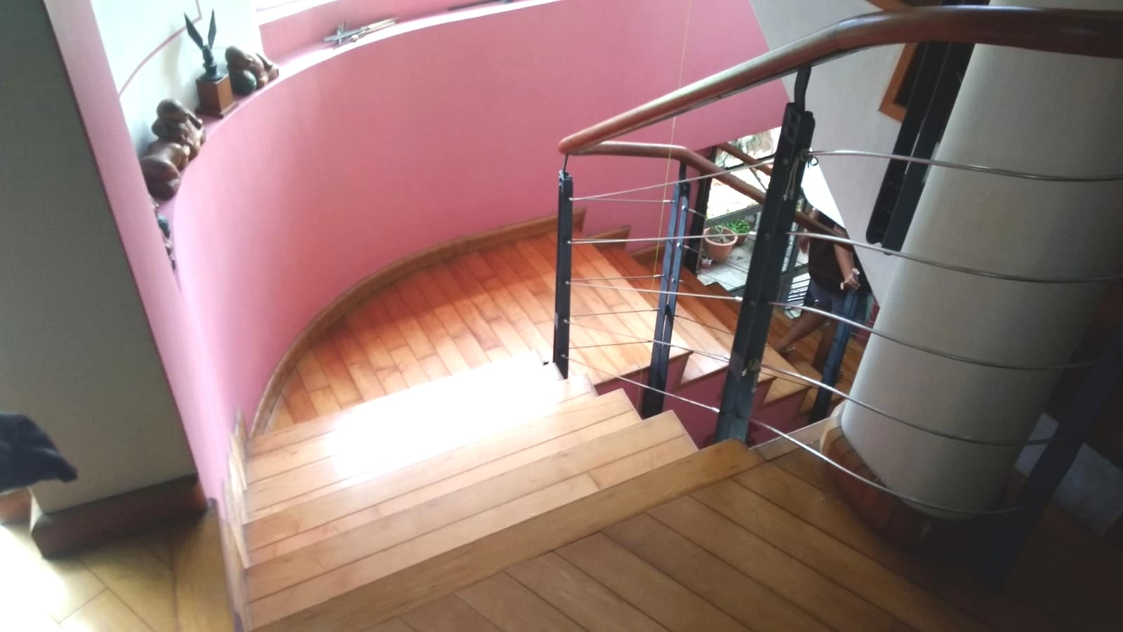round and narrow staircase needs more manpower to lift the massage chair and manoeuvre without damaging the walls
